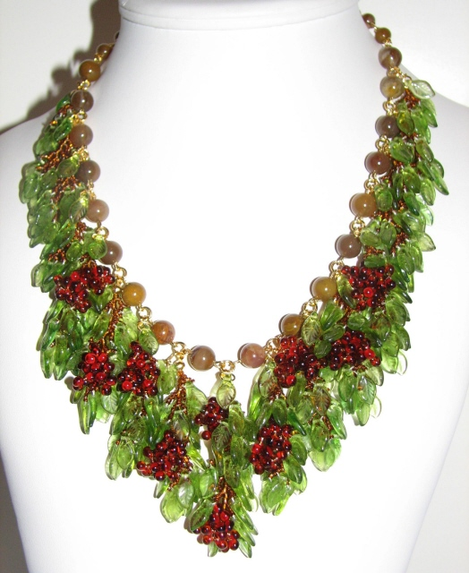 Julia Bristow Grape Necklace :  juliabristowdesigns signed crafted beading